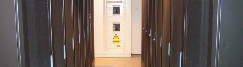 """szafy serwerowe – """"zimny korytarz"""""""